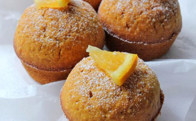 Babeczki dyniowo – pomarańczowe z wiórkami kokosowymi