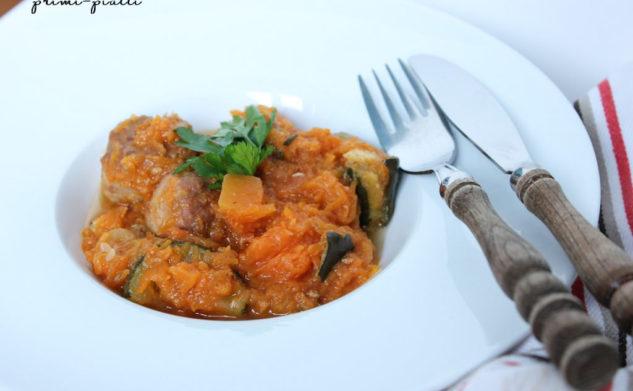 Gulasz z klopsikami, dynią i pomidorami