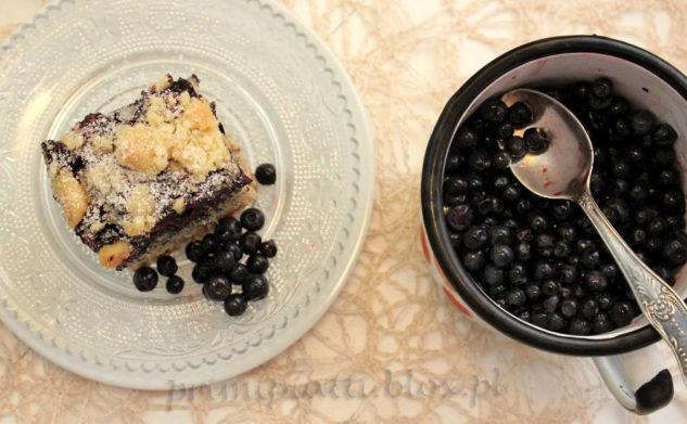 Ciasto cynamonowe z jagodami i kruszonką