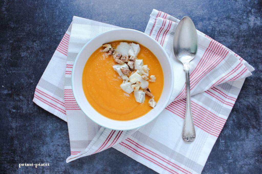 Zupa – krem z dyni z orzechami i gorgonzolą