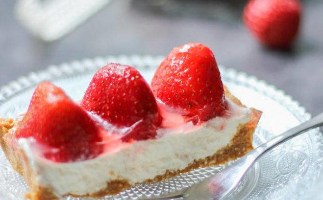 tarta z mascarpone i truskawkami – bez pieczenia