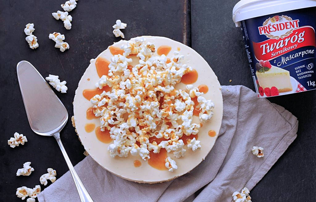 sernik karmelowy z popcornem bez pieczenia